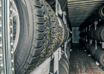Reifenlager bei Sigges Karosseriebau und Fahrzeugspezialist in Horn